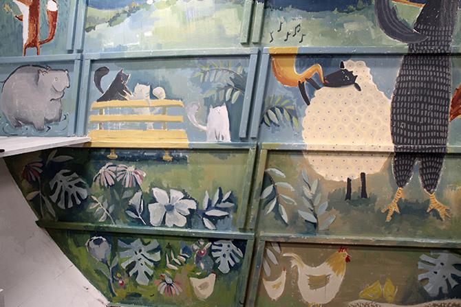 detalle del jardín del mural en el barco Aita Mari