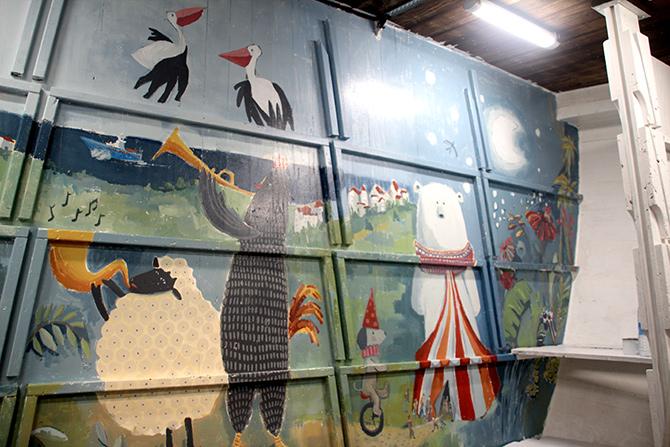detalle de los músicos del mural en el barco Aita Mari