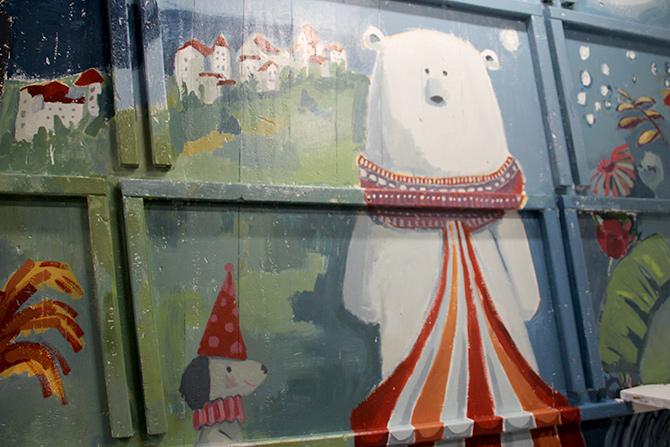 detalle del oso polar del mural del barco Aita Mari